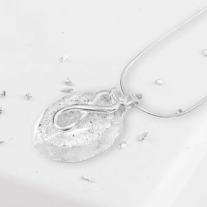 Eternal Love knot Resin Silver Memorial Oval Pendant