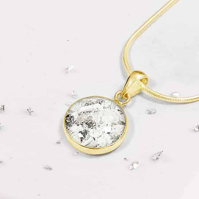 Round inlaid resin gold pendant