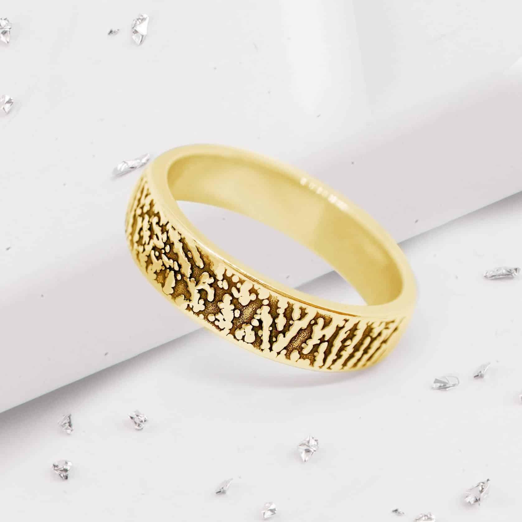 Fingerprint Band Ring in Gold